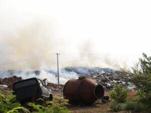 No fim de semana, incêndio atingiu depósito de resíduos no Coronel Antonino; o fogo começou por volta das 4h