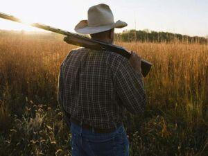 Câmara aprova uso de arma em toda área rural, proposta segue para sanção presidencial