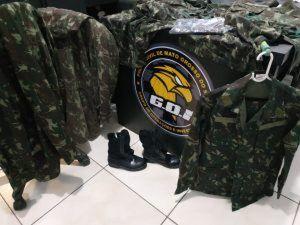Polícia apreendeu fardas com a suspeita que fingia ser sargento do Exército