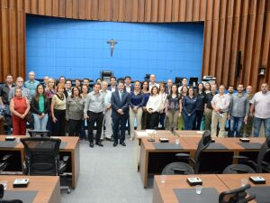Coordenador-presidente da Frente Parlamentar de Recursos Hídricos, deputado Renato Câmara empossou nesta terça-feira representantes de 30 instituições como membros do grupo de trabalho