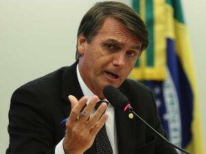 Bolsonaro fala em revelar algo sobre