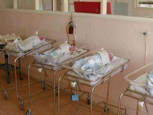 Dois bebês foram jogados pela janela da maternidade em caso que gerou indignação