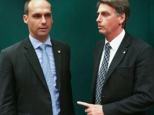 O presidente Jair Bolsonaro e seu filho