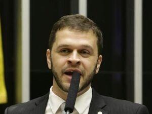 Deputado do PSL cria projeto de lei para criminalizar estilos musicais