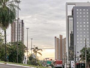 Campo Grande com céu parcialmente nublado nesta manhã
