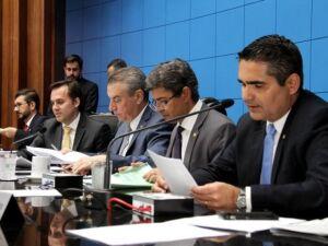 Deputados durante sessão na Assembleia