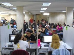 Trabalhadores recebem atendimento na Funtrab em Campo Grande