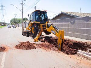 Máquina trabalhando na Avenida nesta manhã (1º)