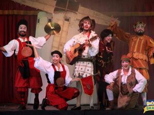 Teatro infantil - Dom Quixote - O Cavaleiro das Mil páginas