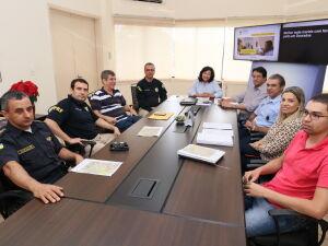 A prefeita Délia Razuk recebe o inspetor chefe da delegacia de Dourados da PRF Waldir Brasil, para iniciar tratativas da cessão de área pública para a construção da Delegacia de Fronteira
