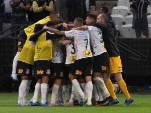 """Tiago Nunes elogia estreia do Corinthians:""""É o tipo de equipe que gosto de treinar"""""""