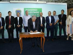 Governador Reinaldo Azambuja assina autorização da continuidade do concurso