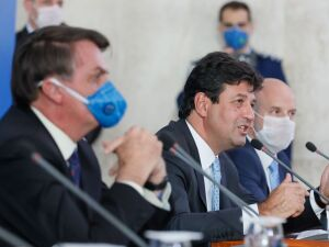 O ministro da Saúde, Henrique Mandetta e Bolsonaro