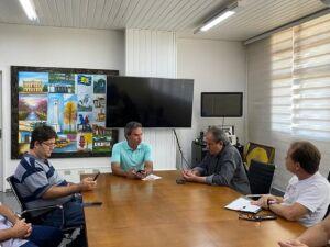 O prefeito Marquinhos Trad esteve reunido com os secretários discutindo detalhes do decreto.