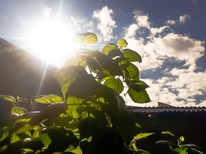 Sol entre nuvens nas proximidades do Aero Porto na Capital