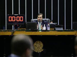 Rodrigo Maia em sessão ontem (8.abril), onde foi solicitado por parlamentares mais tempo para análise das emendas