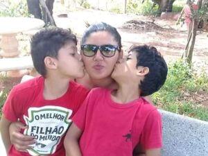 Nilda Torales e os dois filhos