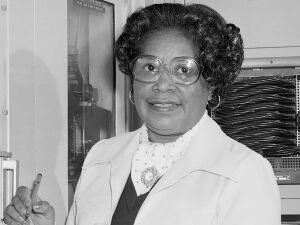 Mary Winston Jackson (1921–2005) superou com sucesso as barreiras da segregação e preconceito de gênero para se tornar uma engenheira aeroespacial profissional e líder em garantir oportunidades iguais para as gerações futuras