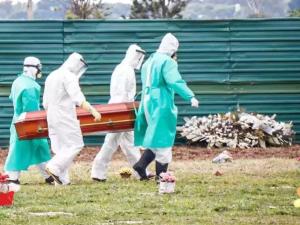 Enterro de umas das vítimas de Covid-19 em Campo Grande