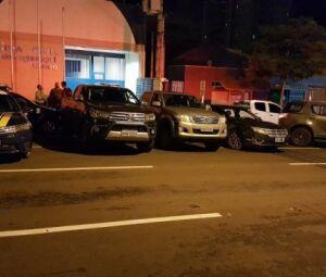 Duas das quatro caminhonete roubadas no Estado de Goiás
