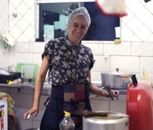 'Camila Santana fará hambúrgueres pelo ateliê Massas Capivara'