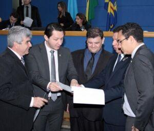 Da direita para a esquerda, vereadores Francisco Carvalho, Junior Longo, Vinícius Siqueira, Jeremias Flores e Odilon de Oliveira.