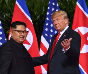 Donald Trump se reúne com Kim Jong-un em Cingapura