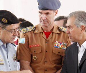 Governador Reinaldo Azambuja e comandos da PM e Bombeiros em MS