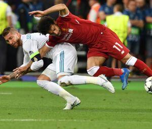 Salah lesionou-se num lance com Sergio Ramos
