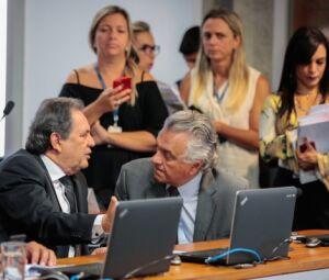 Senadores Moka e Caiado, presidente da Subcomissão sobre Doenças Raras e relator do projeto