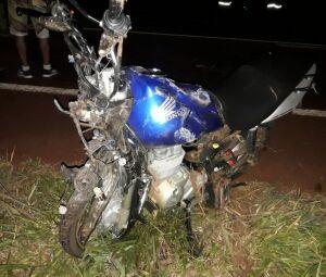 Moto ficou completamente destruída com a batida