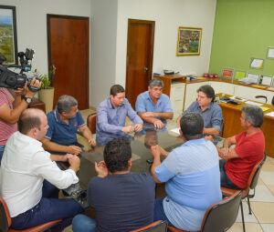 Caravina durante reunião em que anunciou o abono