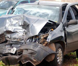 Estado em que ficou o veículo e no canto superior imagem do condutor João Vaz