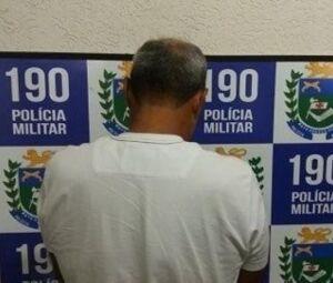 Acusado de estupro após ser preso pela Polícia Militar