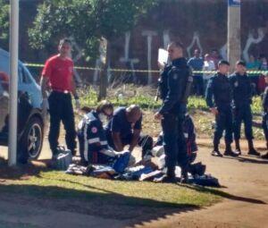 Equipe do Samu, na tentativa de reanimar a vítima no local