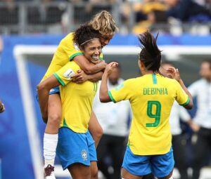 Com os três contra a Jamaica, Cristiane passa a ser a segunda maior goleadora da seleção em mundiais