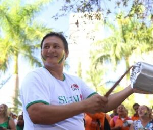 Marcos Tabosa faz barulho em manifestação em frente à Prefeitura em 2016