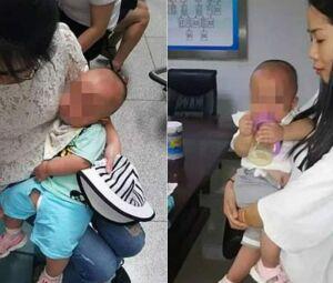 Os bebês gêmeos com a equipe que os resgatou
