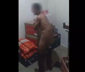 Vídeo mostra tortura a rapaz que tinha furtado chocolate em supermercado