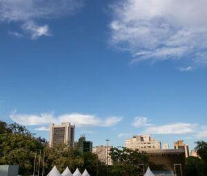 Campo Grande amanheceu com céu claro nesta quarta-feira