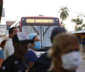 Empresas de ônibus ameaçam suspender transporte coletivo se não tiver socorro financeiro da prefeitura (