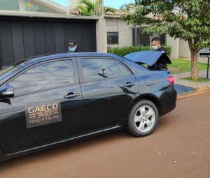 Viatura oficial do grupo, Corolla preto e carros descaracterizados