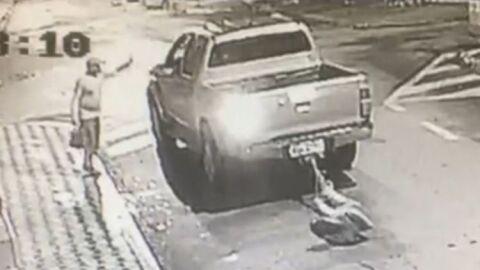 Vídeo: vigia e comerciante são presos por amarrar morador em Hilux e arrastar pela cidade