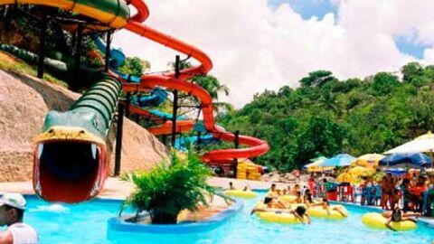 Criança segue internada em estado gravíssimo após se afogar em parque aquático da Capital