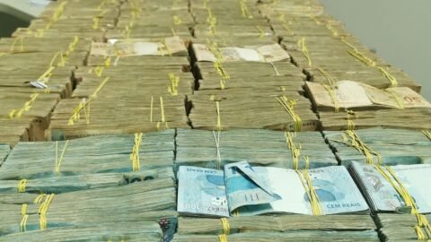 Bolivianos são presos tentando atravessar a fronteira de MS com R$ 1,5 milhão