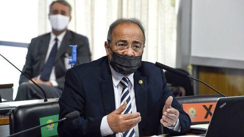 Senador da cueca com R$ 33 mil, pede afastamento de 121 dias e seu filho deve assumir