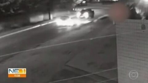 Vídeo: colisão na curva deixa mulher morta e dois feridos
