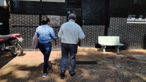 Suspeita pela morte de 'Jhon Lenon' se apresenta para depoimento