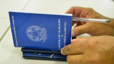 Governo mantém programa que permite suspensão de contrato, redução de jornada e salários