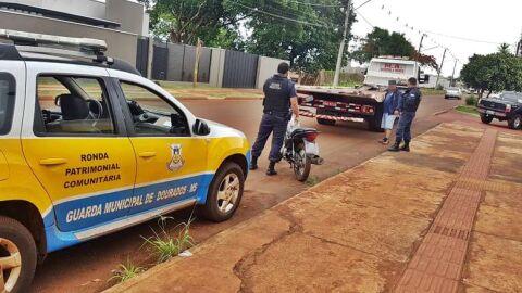 Sem CNH, homem é flagrado pilotando moto com quase R$ 400 mil de multa